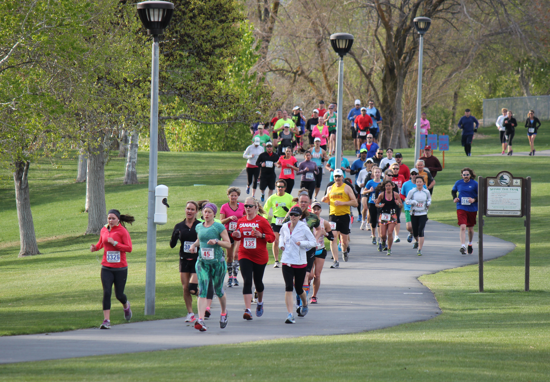 marathon running dating Training plans provide coaching & inspiration for fitness goals, incl: weight loss, building endurance, jogging a 10k, running a half-marathon, running a marathon or attaining a bikini.